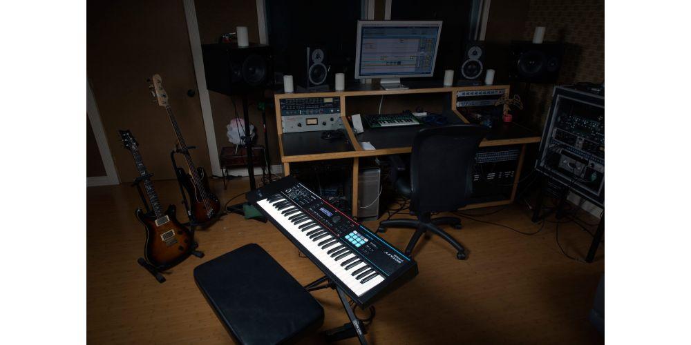 roland juno ds61 sintetizador