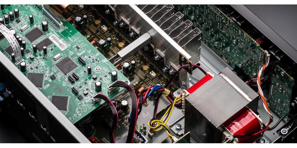 denon AVR X550BT fabricacion receptor av componentes