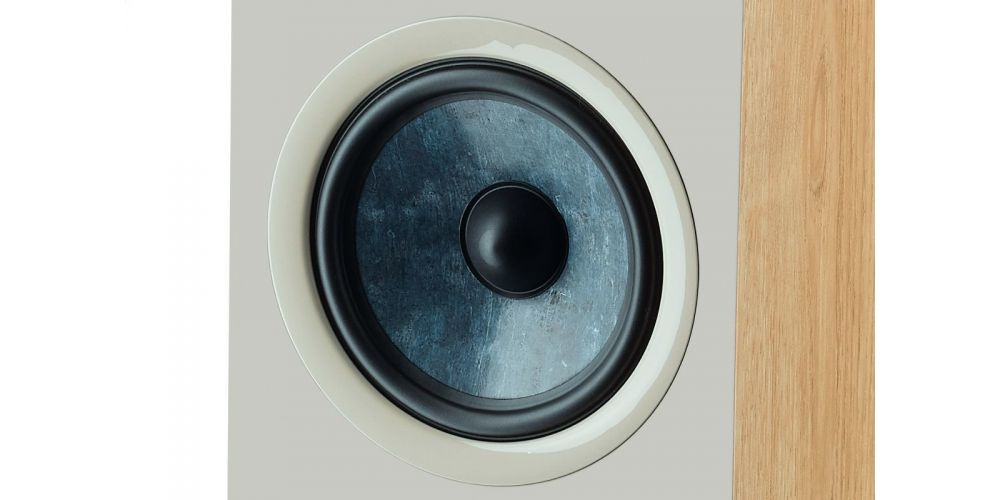 focal chora 826 walnut light  altavoces de suelo pareja medios graves