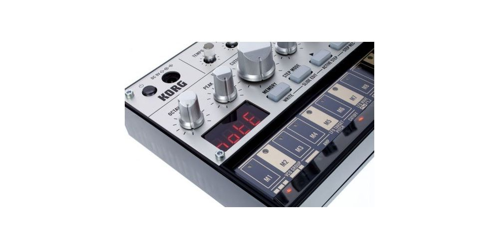 frontal korg volca bass
