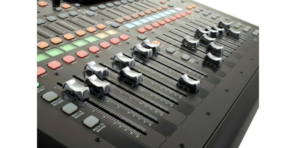behringer X32 COMPACT faders