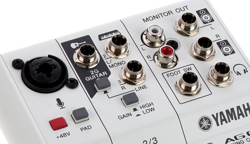 Yamaha CAG03 Mesa de mezcla compacta color blanco