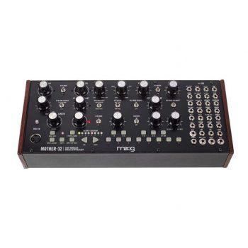 Moog Mother 32 Sintetizador