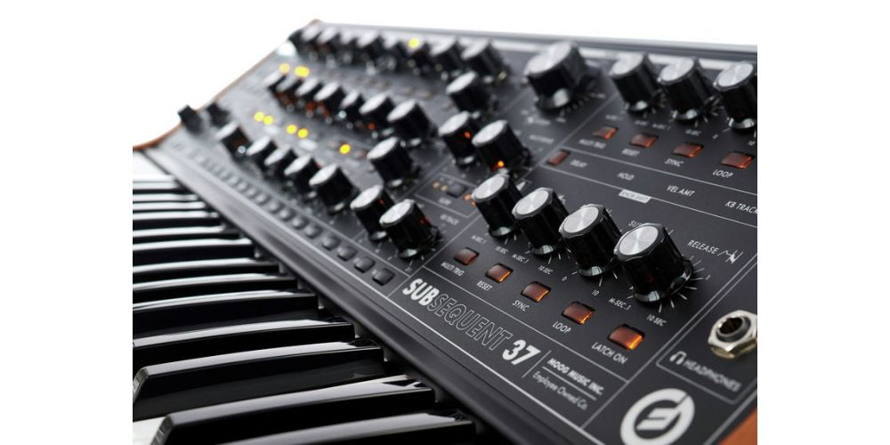 moog subsequent 37 sub
