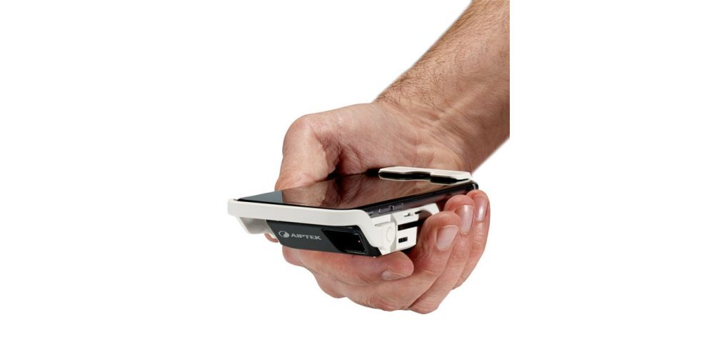 Proyector AIPTEK i60.jpg en mano